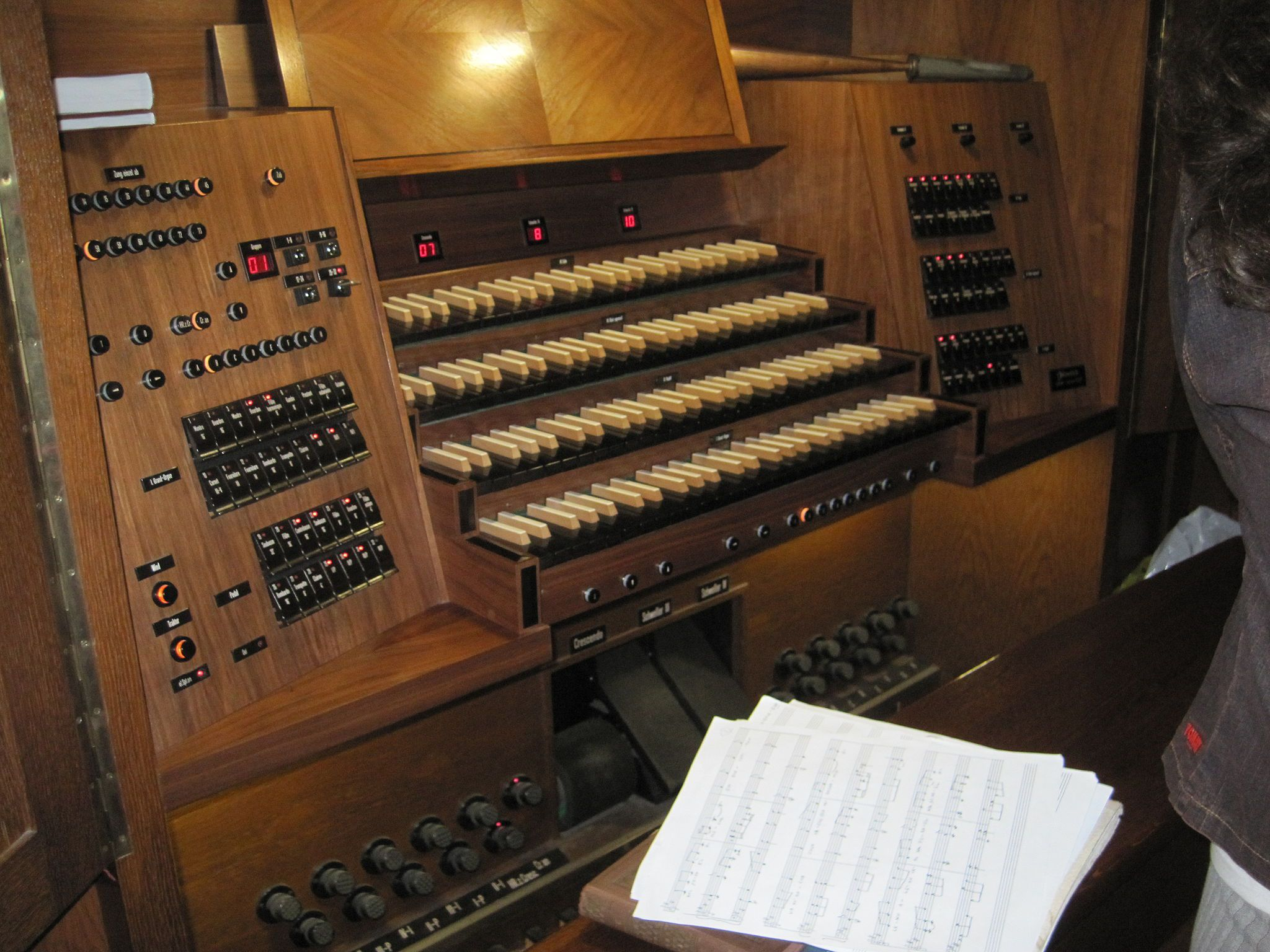 Secondary keyboard of the organ at the Dohány Synagogue.