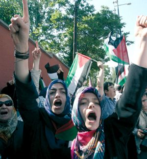 Demonstrators in the Turkish capital of Ankara held Palestinian flags in front of the Israeli ambassador?s residence