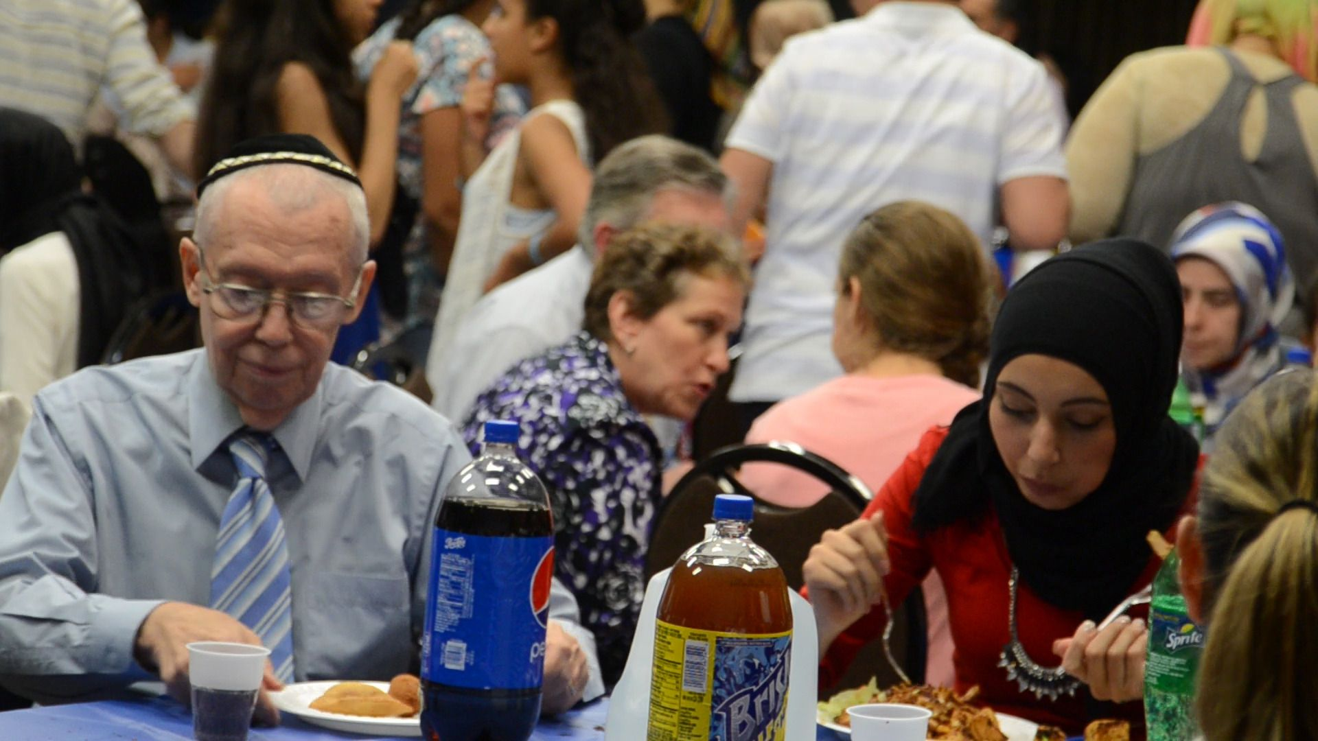 Jewish and Muslim participants eat at an interfaith iftar dinner at the Kings Bay Y.