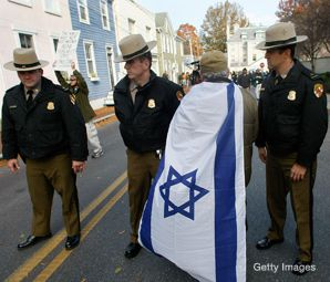 CAPETOWN: A man wearing an Israeli flag was among the handful of protesters who descended on Annapolis, Md., for this week's Israeli-Palestinian peace talks.