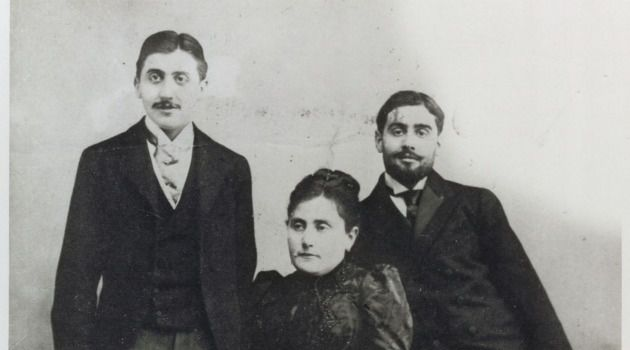 Proust?s Way: The author with his mother Jeanne and his brother Robert.