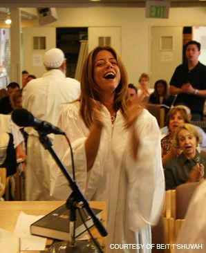 SOBER SOUNDS: Former Beit T?Shuvah resident and current choir director Laura Bagish leads residents of the rehab facility in song at High Holy Day services.