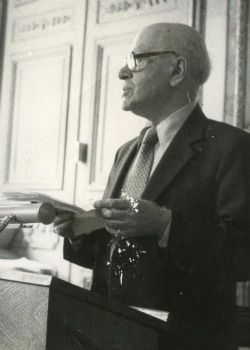 Hebrew poet Gabriel Preil reads his work at YIVO in 1983.