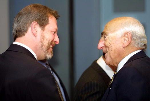Bernard Schwartz meets with Al Gore in 2002.