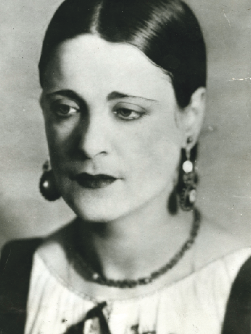 Portrait: German starlet Lya de Putti in a photograph taken at the Atelier Binder, the famed Jewish studio in Berlin. Putti is best known for her roles on the German stage and screen but never achieved the same level of success on Broadway after moving to America.