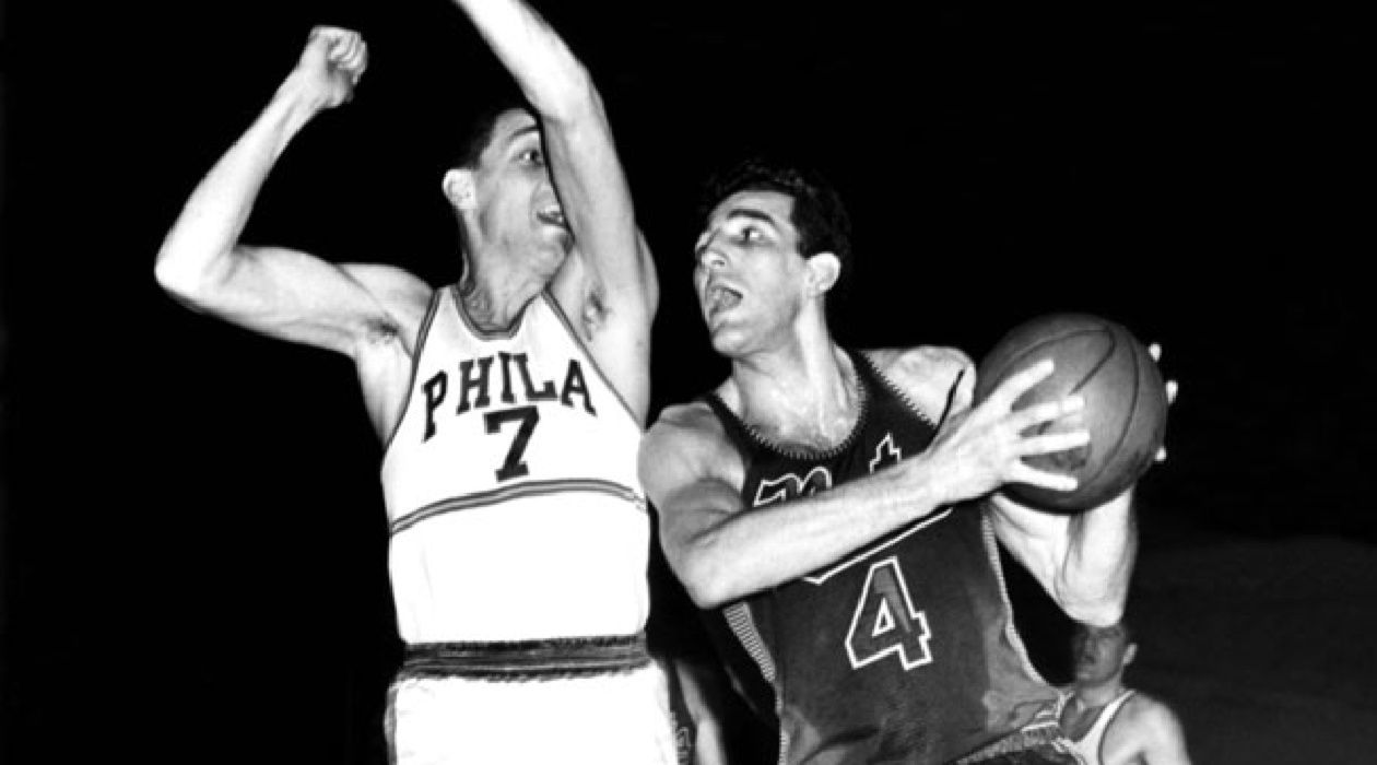 Schayes' Rebellion: Dolph Schayes signed with the Syracuse Nationals out of college in the early days of pro basketball.