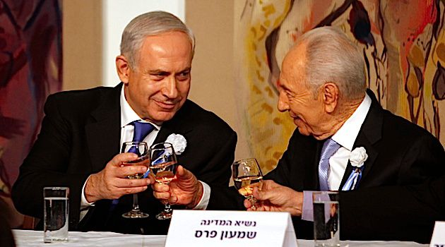 Eleventh Hour Meeting: Benjamin Netanyahu and Shimon Peres set to meet Saturday after Shabbat to discuss an extension for forming the Israeli government.