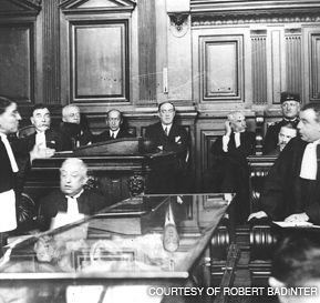 LE JOUR DE GLOIRE: The trial of Sholom Schwartzbard, which galvanized much of France behind a Jewish defendant who killed to avenge pogroms. Schwartzbard, second from right, is partially hidden behind his lawyer.