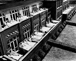 A Healthy Mind in a Healthy Body: Helio- therapy at the nearby Texas Building (above, c.1930) helped heal tuberculoid patients.