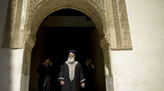 Ciudad of Wonders : Israel?s chief Sephardi rabbi visits Granada?s famed Alhambra palace. Now there is a Jewish museum in the Andalucian city.