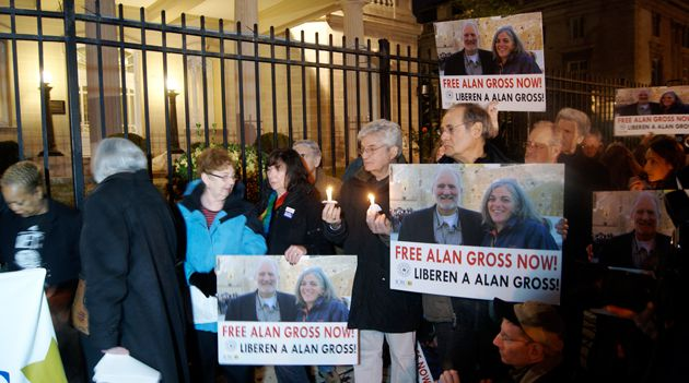 Demonstrators call for release of Alan Gross in a December 2012 protest in Washington D.C.