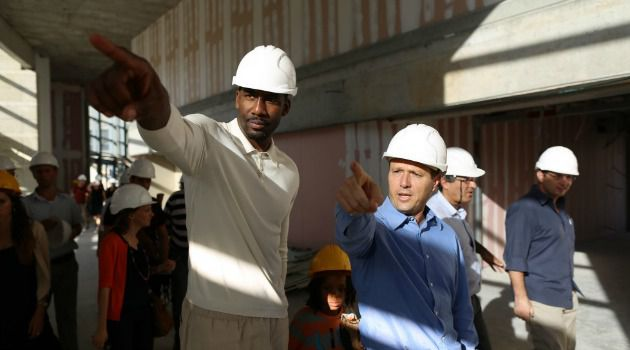 Here in Hebrew: Amare Stoudemire gets tour from Jerusalem Mayor Birkat during Maccabiah Games visit to Israel.