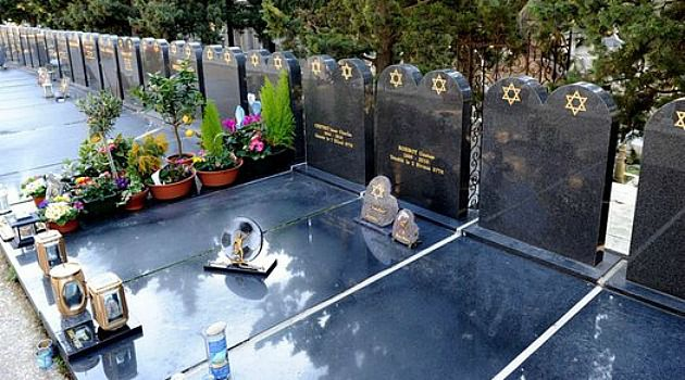 Grave Case: A rabbi in the French city of Marseille is denying a family?s claim that a Jewish burial authority tried to extort money to squeeze a grave into this cemetery.