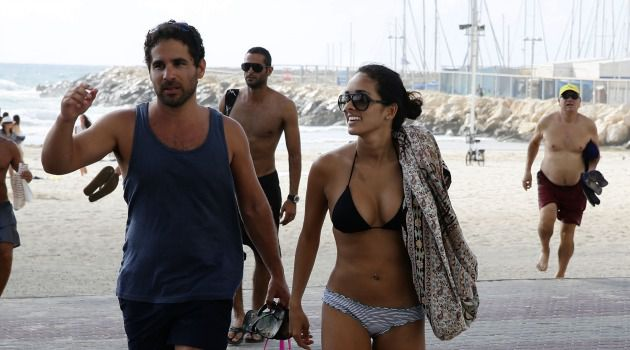 No Tan for You: American tourists flee from Tel Aviv beach after rocket sirens sound.