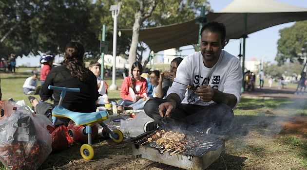 Walk in the Park: Israelis had a plethora of choices as 32 parties ran in national elections. After voting, many enjoyed the winter sunshine on a national holiday.