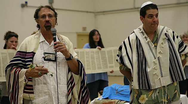 Message of Hope : Rabbi Moshe Raphael Halfon, left, and Rabbi Ken Milhander holds prayer service with inmates.