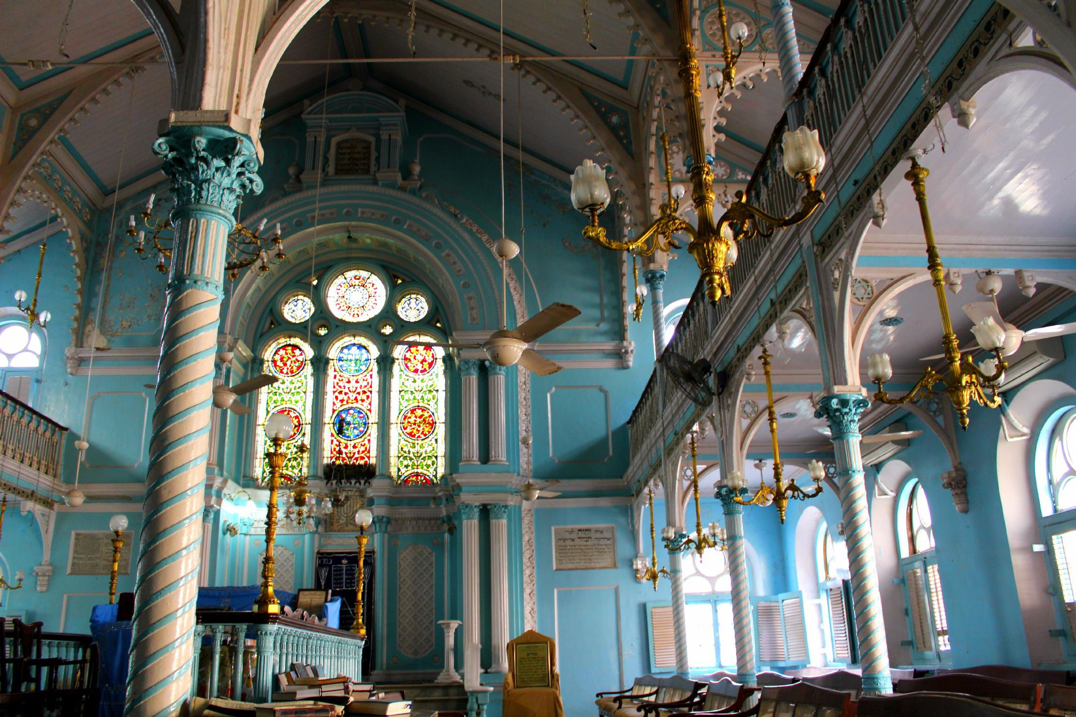 Bombay Blue: The interior of the Knesset Eliyahoo synagogue.