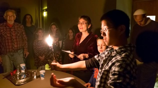 Leader of the Flock: Rabbinic student Leslie Hilgeman leads a havdalah ceremony at Congregation Am Haskalah, a Reconstructionist congregation in Bethlehem, Pa.
