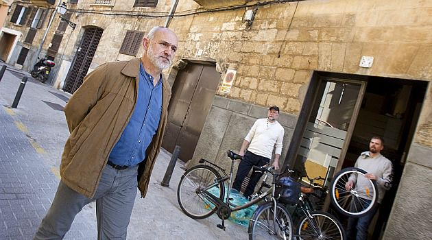 Lost Quarter: Man walks through the Jewish quarter in Mallorca. One Spanish town where Jews have not lived in centuries is seeking to revive its old Jewish section with a seder.