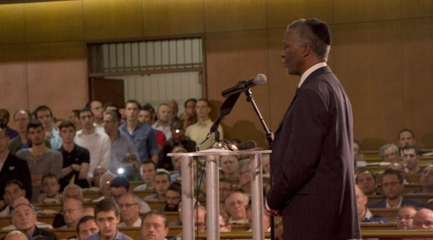 Controversy: Ex-President Thabo Mbeki addresses South African Jews about the legacy of Nelson Mandela. Some Jews and others are angry that Benjamin Netanyahu chose to snub the memorial for the freedom icon.