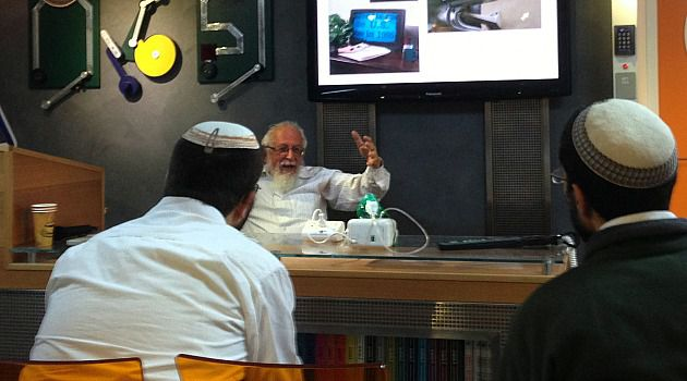 Learning American: Zomet Institute founder Rabbi Yisrael Rozen talks to students from the Barkai program.