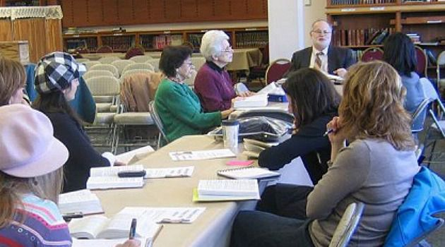 Rabbi Steven Pruzansky speaks to women at Congregation Bnai Yeshurun in Teaneck, N.J.