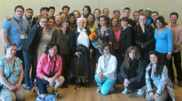 Czes?awa ?ak, center, meets with members of Canadian Holocaust remembrance group.