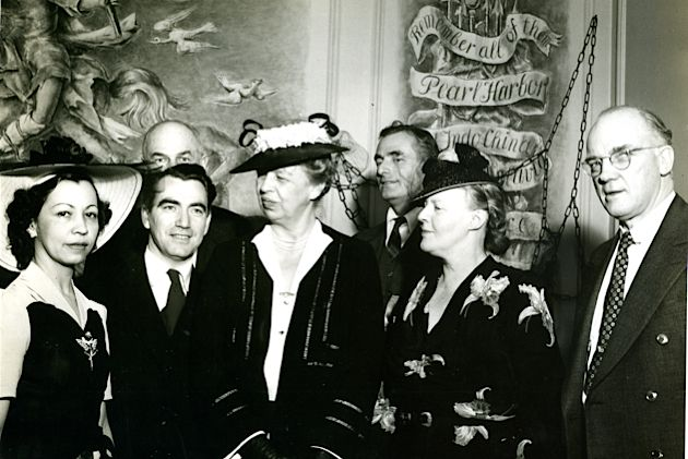 Let Freedom Ring: Eleanor Roosevelt (center) was one of the founders of Freedom House, an anti-Axis gathering place in New York City, which broadcast radio shows to peoples of occupied countries, a point of interest for Forverts readers. Here, she is pictured at Freedom House reception with journalists Herbert Agar (second from right) and Dorothy Thompson (right).