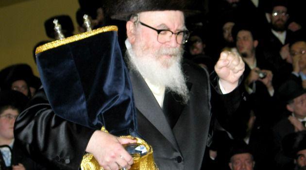 Rabbi David Twersky holds a Torah scroll.