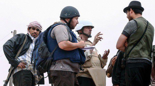 Steven Sotloff (center with black helmet) talks to Libyan rebels on the Al Dafniya front line in 2011 in Misrata, Libya.