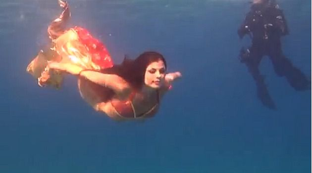 Willowy Models Pose With Fish in Eilat Underwater Red Sea Photo ...