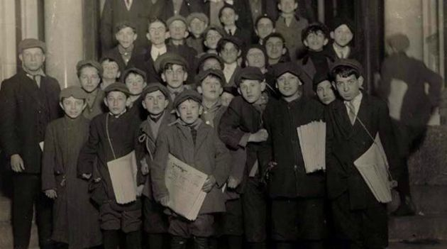 100 Years Ago: Newsboys gather on the Lower East Side to pick up copies of the Forward.
