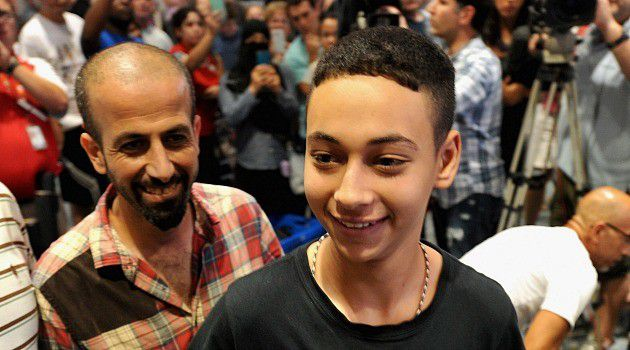 Palestinian-American teenager Tariq Abu Khdeir got a hero's welcome on return to Tampa after being beaten by Israeli soldiers following protest over revenge killing of his cousin in Jerusalem.