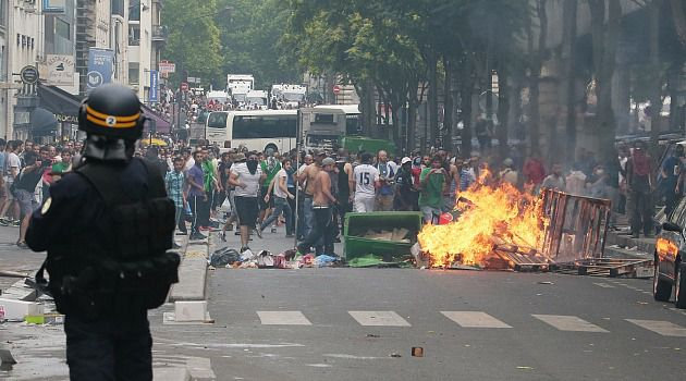 Paris Is Burning: Anti-Israel protesters fight running battles with French police as thousands defy ban on pro-Palestinian protests.