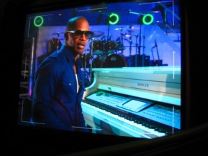 foxxmonitor1 300x225 Go To Team goes behind the scenes with Jamie Foxx