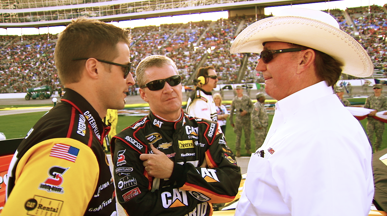 Jeff Burton chats with Richard Childress before the race.