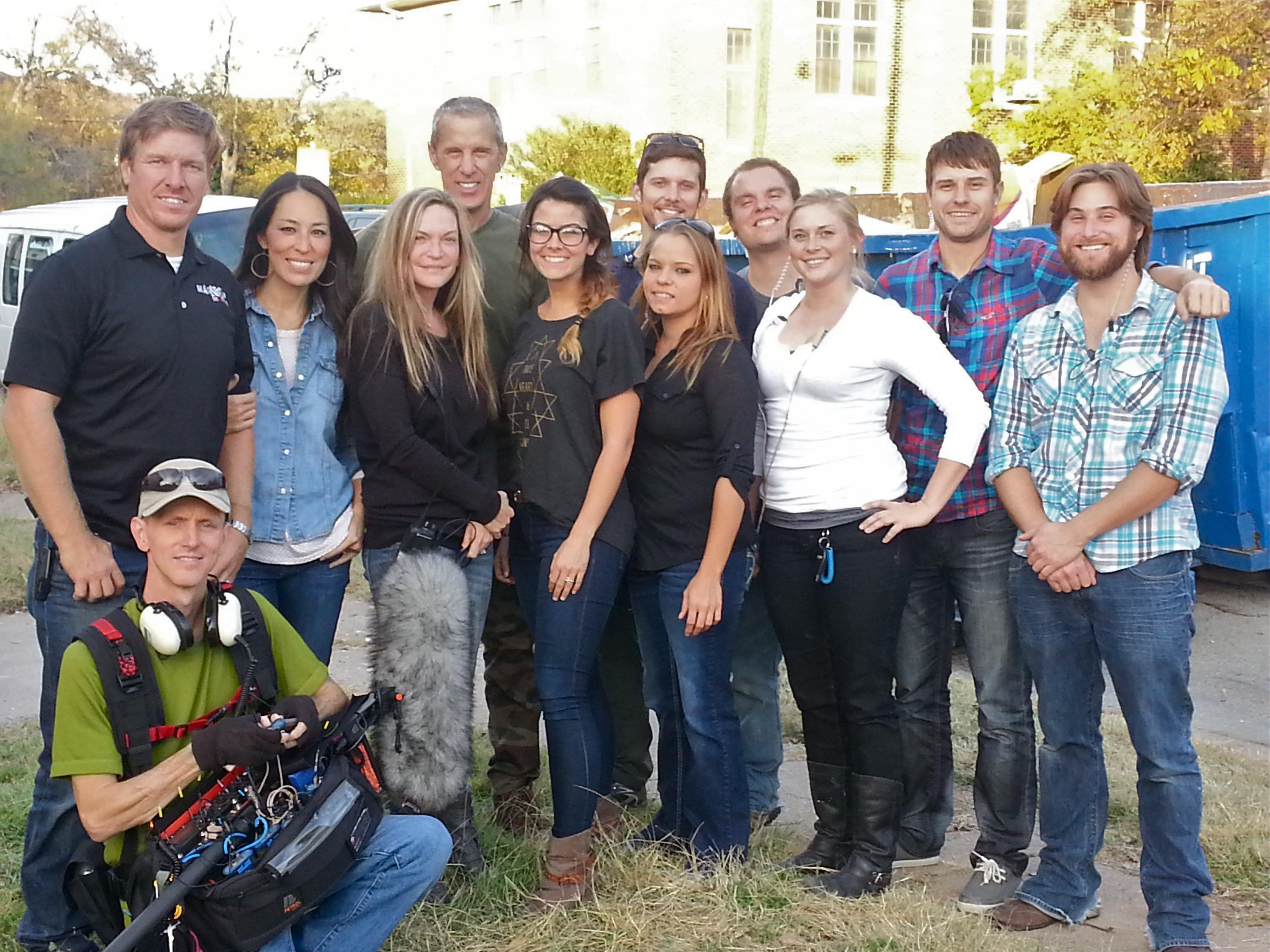 """20131203 164008 Dallas Crew DPs HGTV's New Show, """"Fixer Upper"""""""