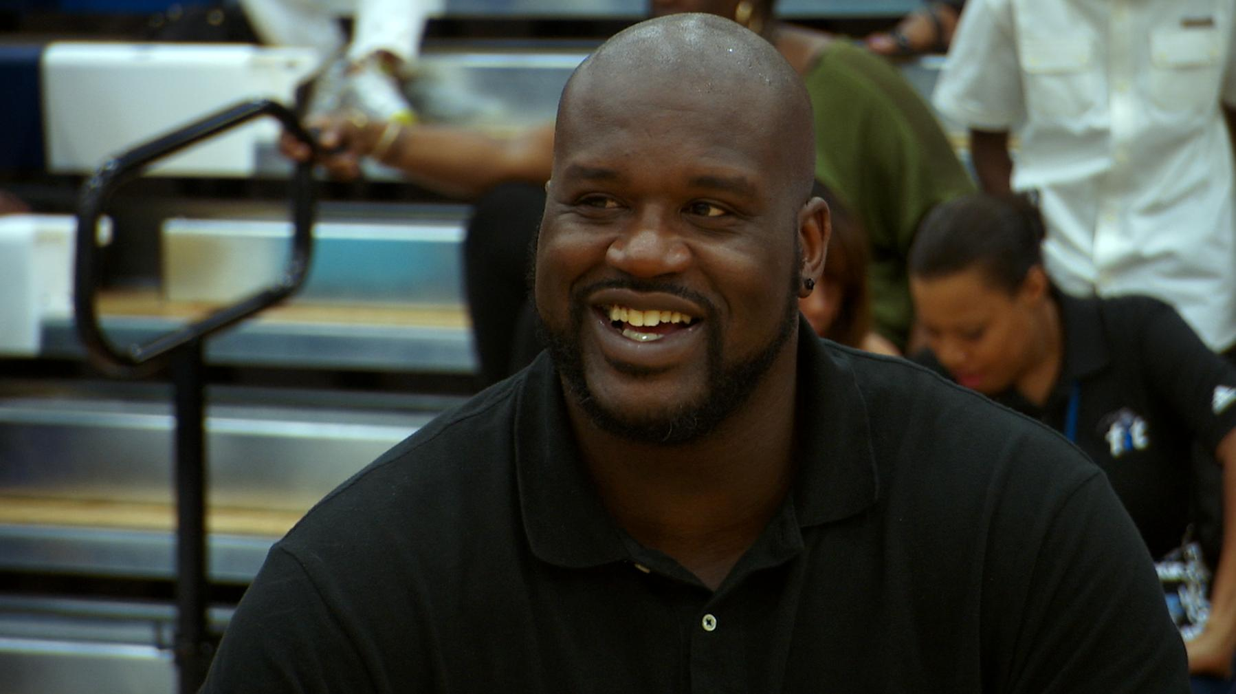 image1 Miami Crew shoots NBA Moms vs NFL Moms in basketball with Shaq!
