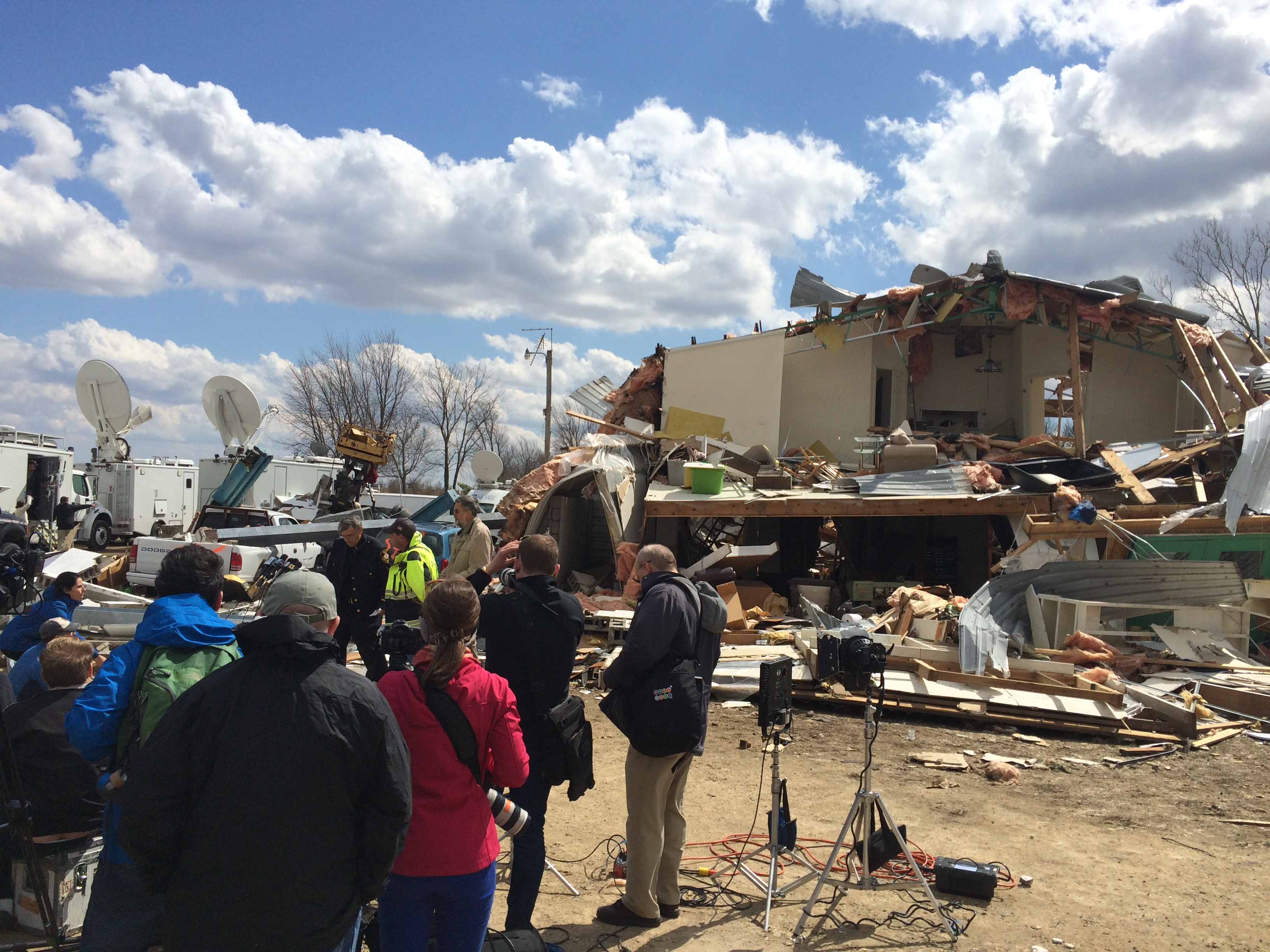 2015 04 10 14.27.47 Chicago Crew Covers Tornado Aftermath for The Weather Channel