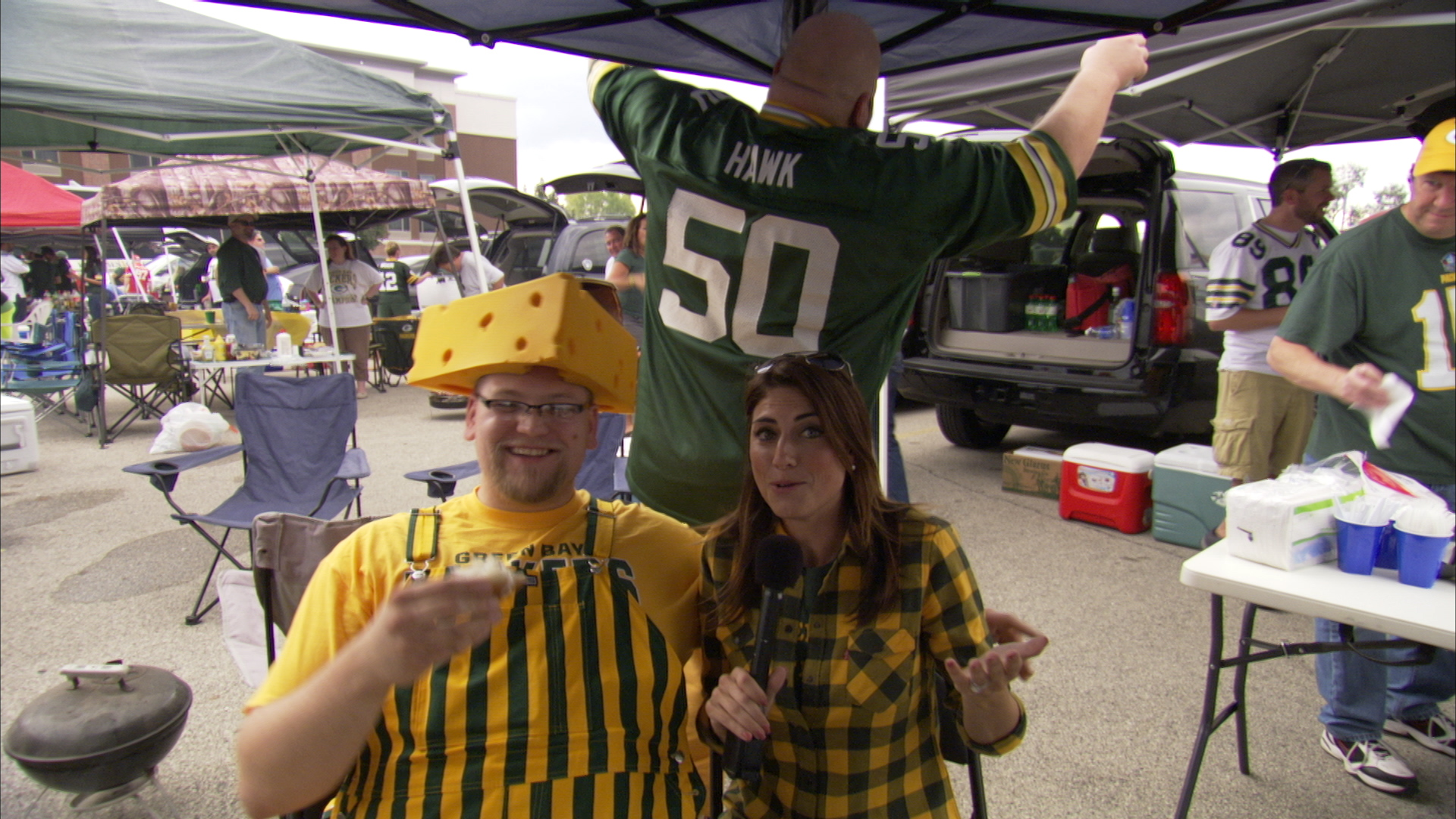 nfl fans4 Chicago Crew Goes Head to Head with NFL Fans for CBS Sports