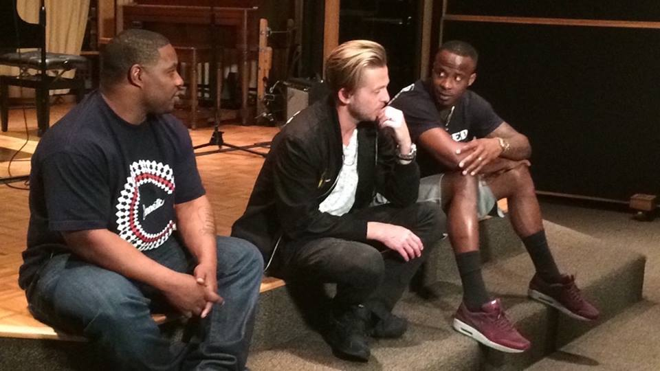 NFLOne republic blog pic1 Los Angeles Crew Sings with One Republic for NFL Network