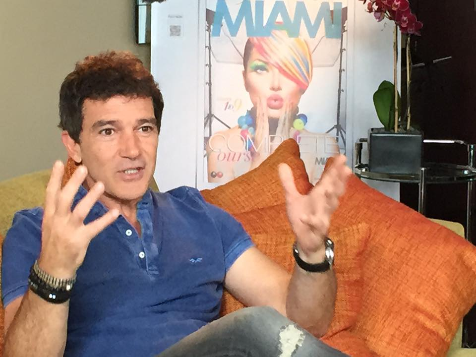 13339595 10153587076981828 3371977674907215709 n Miami Crew Sits Down with Antonio Banderas for E! News