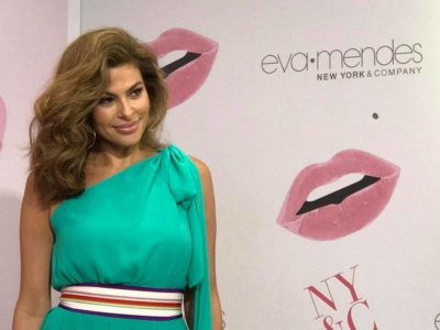 Eva Mendes 1 400x300 Miami Crew Works with E! News for Eva Mendes Return to the Red Carpet