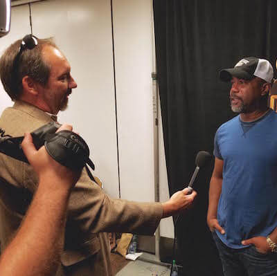 unnamed 2 Texas DP Rocks the iHeartRadio Festival for E! News