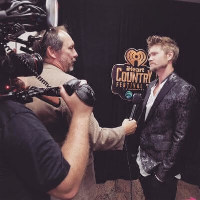 unnamed 1 400x400 Texas DP Rocks the iHeartRadio Festival for E! News