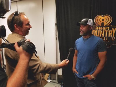 unnamed 400x300 Texas DP Rocks the iHeartRadio Festival for E! News