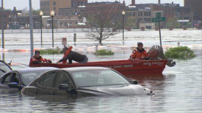 Davenport Flooding 1.3.1 400x225 Go To Team St. Louis Crew | Davenport Levee Breaks
