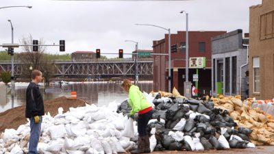 Davenport Flooding 1.6.1 400x225 Go To Team St. Louis Crew | Davenport Levee Breaks