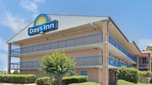 Last minute discount at days inn charlotte for Cheap hotels near charlotte motor speedway