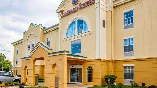 Hotels Near Brunswick Ohio